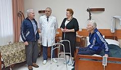 Сторонники «Единой России» навестили ветеранов вПерхушковской больнице