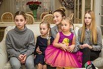 Многодетную семью Одинцово наградили медалью «Материнская слава»