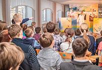Сторонники «Единой России» помогли организовать представление длявоспитанников специальной школы
