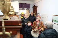 Надежда Бабкина иАндрей Иванов посетили музей-заповедник имени А. С. Пушкина вусадьбе Захарово