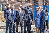 Андрей Иванов посетил синспекцией строящуюся школу вНовой Трехгорке