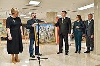Навыставке «Золотое Подмосковье» вМособлдуме представлена картина Саввино-Сторожевского монастыря вЗвенигороде
