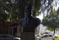 Памятник А. П. Чехову открыли после реставрации вЗвенигороде