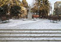 В8микрорайоне Одинцово напротив памятника Ленину установили временные скамейки