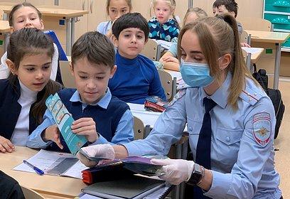Сотрудники Госавтоинспекции провели акцию «Стань заметней надороге!» вЛесногородской школе
