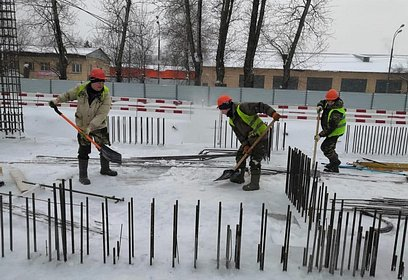 Застройщики вОдинцово убирают снег настроительных площадках
