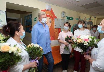 Глава округа поздравил одинцовских педиатров сДнём медицинского работника