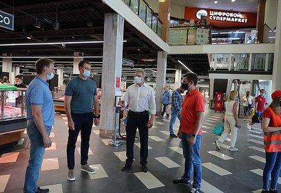 Андрей Иванов проверил соблюдение масочного режима наобъектах торговли