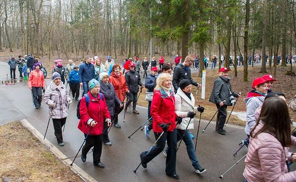 Акция «Прогулка сврачом» вОдинцово собрала 500 участников совсего Подмосковья