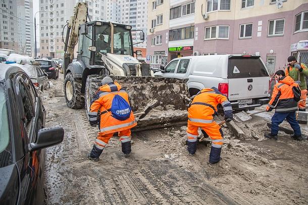 Более 180 единиц спецтехники ведут уборку снега вОдинцовском районе, Февраль