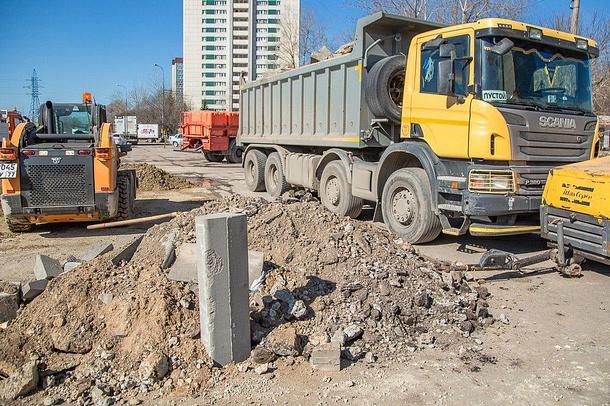 Дорожники приступили к замене бордюрного камня вдоль автомобильных дорог Одинцово, Апрель