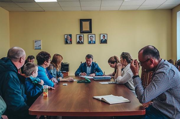 Депутат-единоросс Олег Рожнов провел личный прием вГолицыно, Май