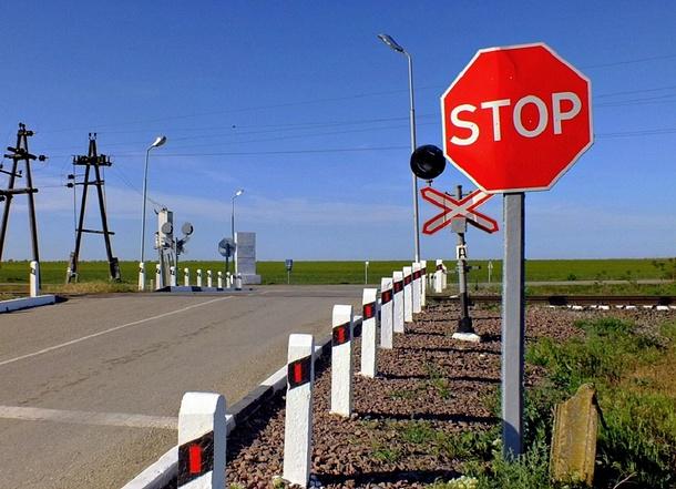 Временное закрытие железнодорожного переезда, Август