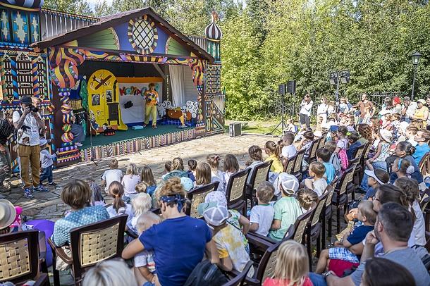 Более 15 тысяч человек стали гостями ежегодного фестиваля «Традиция» в усадьбе Захарово, Август