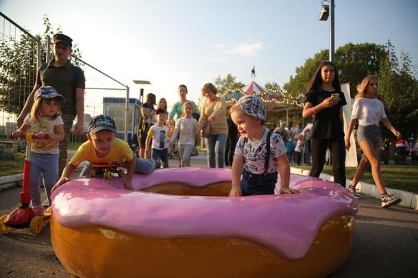 Гигантский пончик и скульптуру «Лестница-солнышко» установили в центре Одинцово, Сентябрь