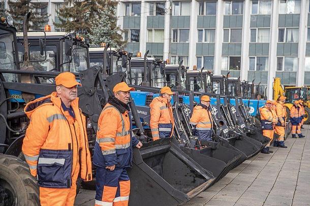 Андрей Иванов дал старт параду коммунальной техники вОдинцово, Андрей Иванов дал старт параду коммунальной техники вОдинцово