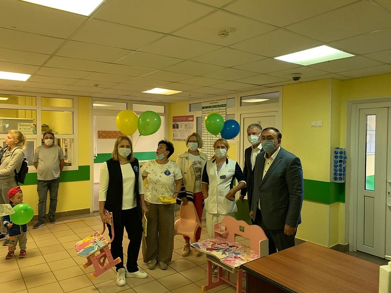 Партийцы передали мебель икниги вдар детской поликлинике вНовой Трехгорке, Август
