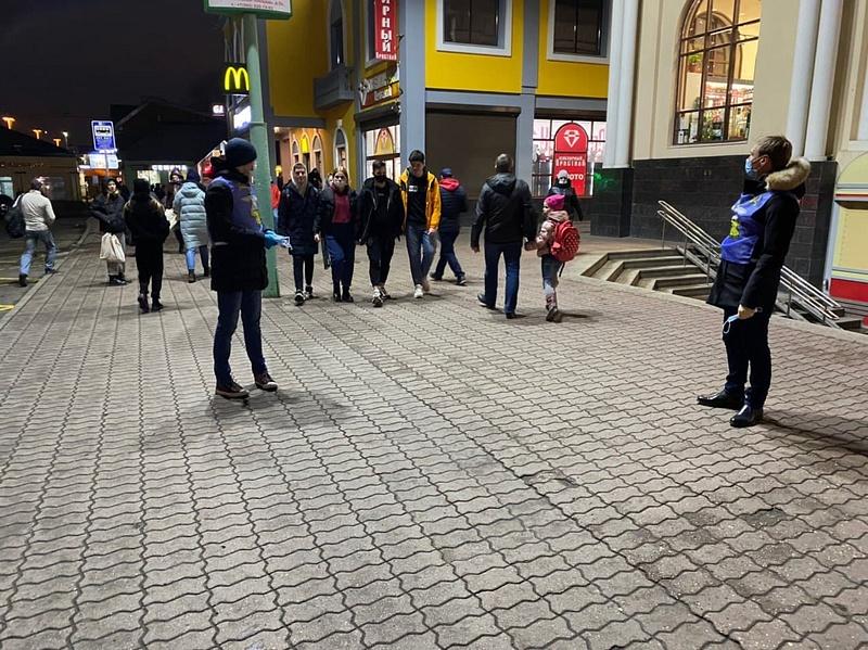Маски текст 1, Одинцовские волонтёры продолжают мониторинг соблюдения масочного режима