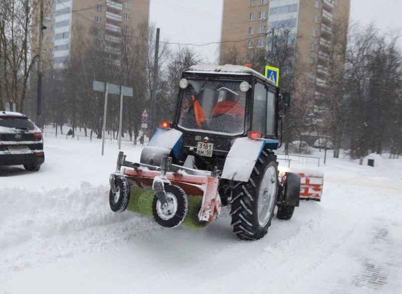 Надорогах муниципалитета снег убирают 101 единица техники, водворах ина общественных территориях— более 300 единиц, Февраль