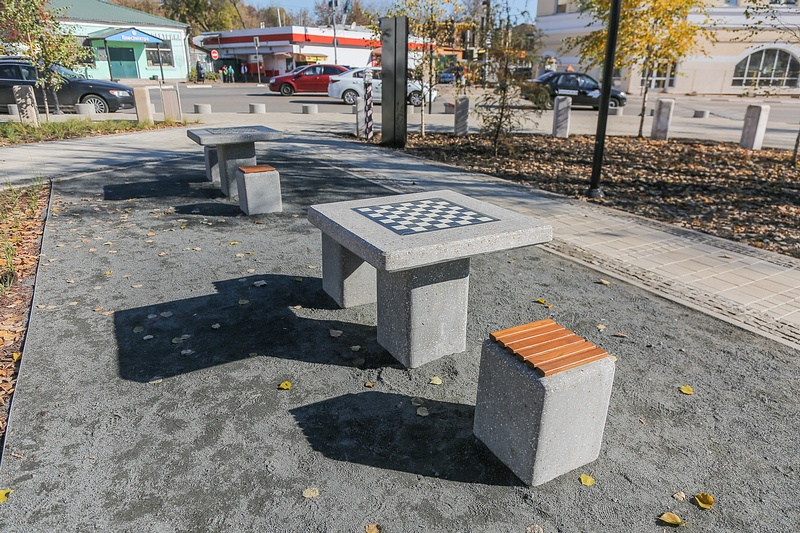 Шахматные столы, Октябрь