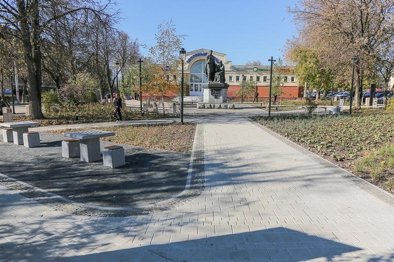 Сквер вЗвенигороде, Октябрь